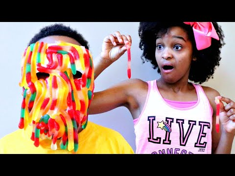Thumbnail: Shiloh GUMMY FACE! - LOTS OF CANDY CHALLENGE! - Shasha and Shiloh Onyx Kids