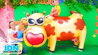 Tempat Bermain Luar Ruangan Terbaik untuk Anak Anak Waktu Bermain Lucu di Theme Park bersama Vlad