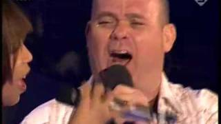 """Raffaëla en Paul de Leeuw zingen """"Mijn Houten Hart"""""""