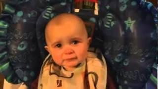 """Il bambino che si commuove mentre la mamma canta """"My Heart Can"""
