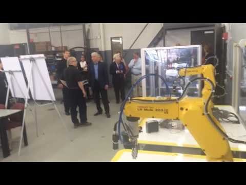 Governor Rick Snyder tours Muskegon Community College