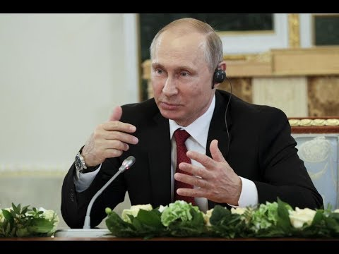 Putin meets with heads of intl news agencies at SPIEF (strea