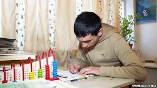 Житель Кыргызстана впервые сел за парту в 25 лет