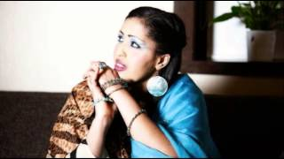 Idil barkhad (Maku Diray Jaceyl) New Somali Song 2014
