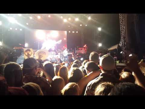 "Chris Janson ""Buy me a boat"" farm tour 2016 Centralia MO"