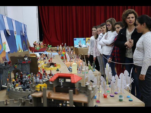 VÍDEO: Una exposición en el Colegio Antonio Machado conciencia a los escolares sobre la mujer en la historia a través del universo 'Click'