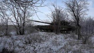 Танк Т-64 на передовой отбивает атаки ВСУ. 28.01.2015. Ополченцы, Новороссия.