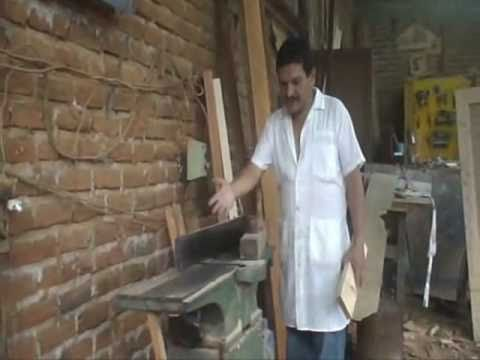 Trucos en canteadora de madera carpinterias youtube for Tejados de madera carpinteria