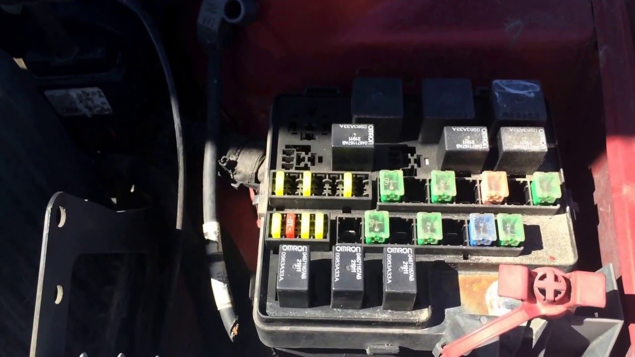 maxresdefault 2004 dodge stratus main fuse box location youtube 2002 dodge stratus under hood fuse box diagram at crackthecode.co