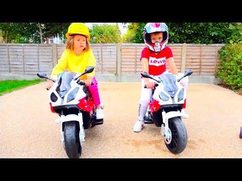 Дети устроили гонки на мотоциклах