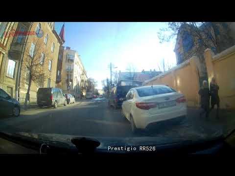 Буковина Онлайн: В Чернівцях водій маршрутки порушив низку правил ПДР, та втік з місця ДТП