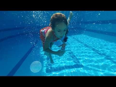MOANAYI HAVUZA ATTIM, Elife şaka yaptım, moana havuzda yüzüyor