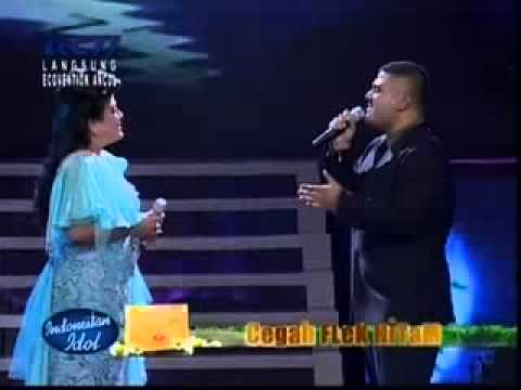 Regina Ivanova feat Mike Mohede   A Whole New World   Grand Final Indonesian Idol 2012   YouTube