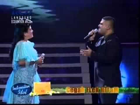 Regina Ivanova feat Mike Mohede   A Whole New World   Grand Final Indonesian Idol 2012   YouTube