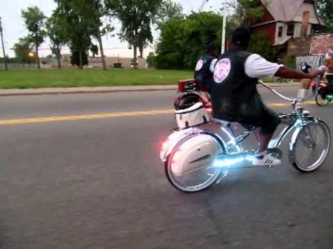 Bike Mob...Bike Cruisin ...DETROIT SLOW ROLL