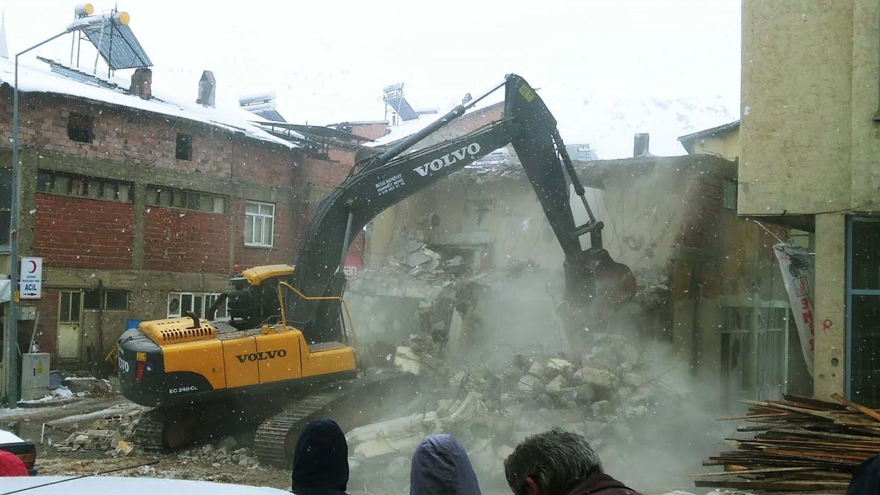 Çürük Raporu Verilen Çelikhan Belediyesi İş Merkezi Yıktırıldı