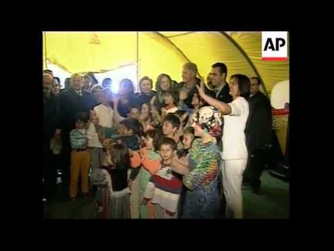 TURKEY: IZMIT: EARTHQUAKE - CLINTON VISITS CAMP (2)