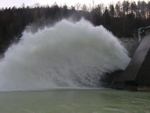 Hochwasser ende, Kraftwerk Klaus, Schleuse wird geschlossen