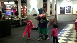 Chuck E. Cheese head comes off...
