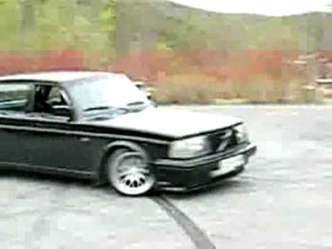 Volvo 240 with 400 HP Awesome Sound