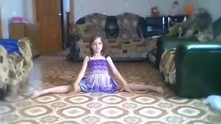 Моя сестрёнка танцует