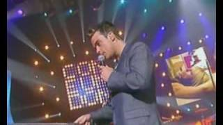 "♫ Robbie Williams  ""Come Undone"" live on french TV ♫"