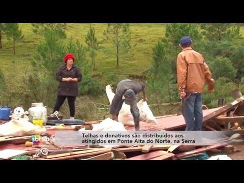 Telhas e donativos são distribuídos aos atingidos em Ponte Alta do Norte, na Serra