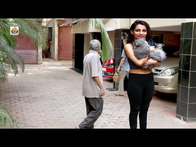 Shloka Pandit Snapped At Her Pet Cat  Residence Bandra