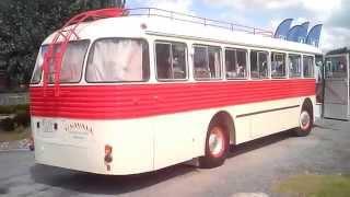 autobus pegaso en marcha petardeando