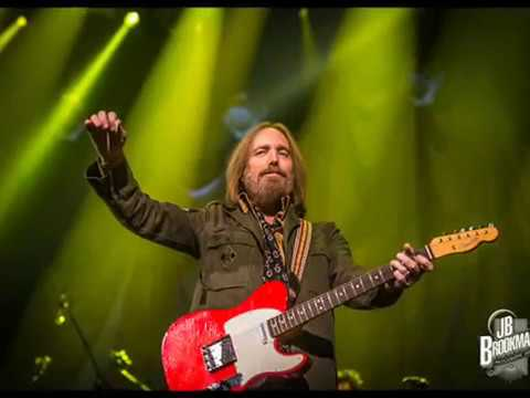 Tom Petty Biography | American Musician, Singer, Songwriter and Record Producer