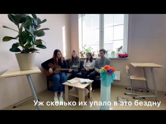 Изображение предпросмотра прочтения – АннаОганезова читает произведение «Уж сколько их упало в эту бездну...» М.И.Цветаевой