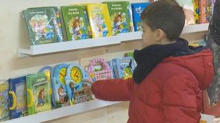 Գրքի տոնին պատրաստվելիս  փոքրիկները՝ մանկապատանեկան գրքի ցուցահանդես վաճառքին