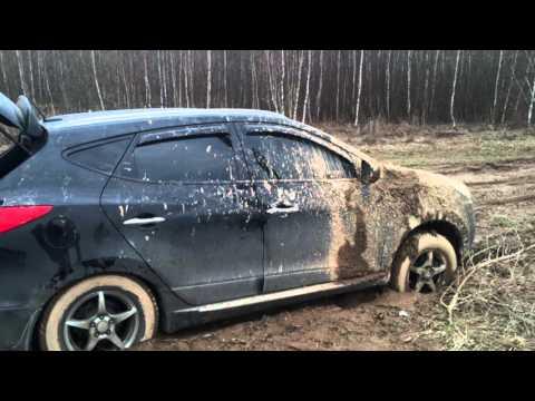Hyundai ix35 встрял на бездорожье.