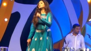 Download Hindi Video Songs - Jaadu Hai Nasha Hai Live-Shreya Ghoshal Bangalore-2015
