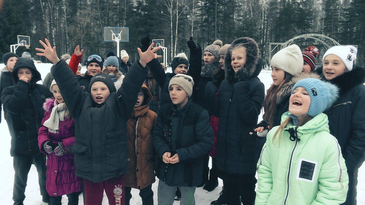 Каникулы без войны: RT устроил детям из Горловки новогоднюю поездку в Москву