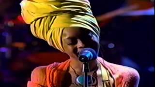 """Erykah Badu: """"Certainly"""" LIVE (1998)"""