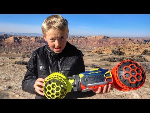 What's inside HOT WHEELS Ballistik Racer?