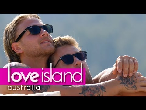 Jaxon and Josh compare snuggling techniques | Love Island Australia 2018