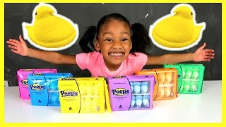 Gambar cover Elli Plays with Colored Easter Candy Peeps!