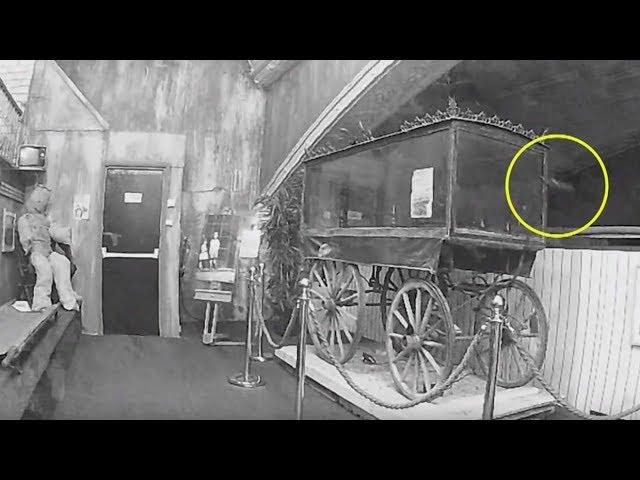 Graban el momento en que un fantasma mueve una carroza fúnebre en un museo de Inglaterra