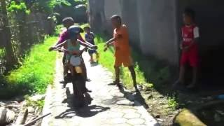 Kids Motorcross funny | no machine push and push | funny kids | Motorcross tenaga manusia wakaka