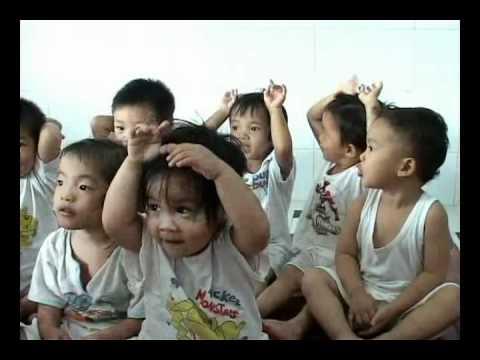 Huỳnh Tiểu Hương, các cháu bé bị bỏ rơi  .avi
