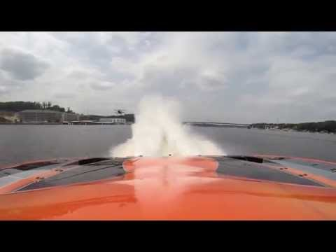 CMS Offshore Racing -  #3 MTI Racing Catamaran vs. Stunt Plane at LOTO 2015