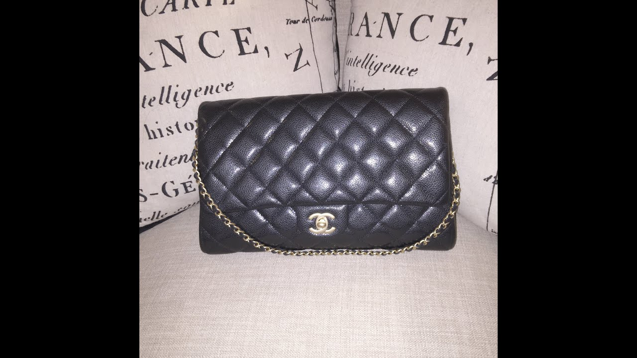 Chanel Väskor Vintage : Chanel classic clutch what s in my bag