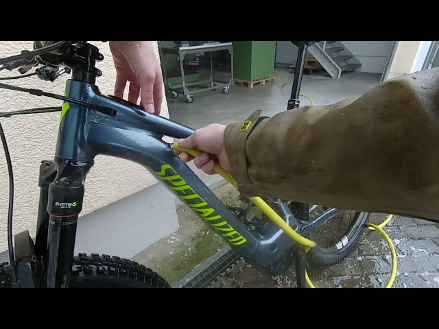 Specialized Turbo Levo mit Muc-Off reinigen