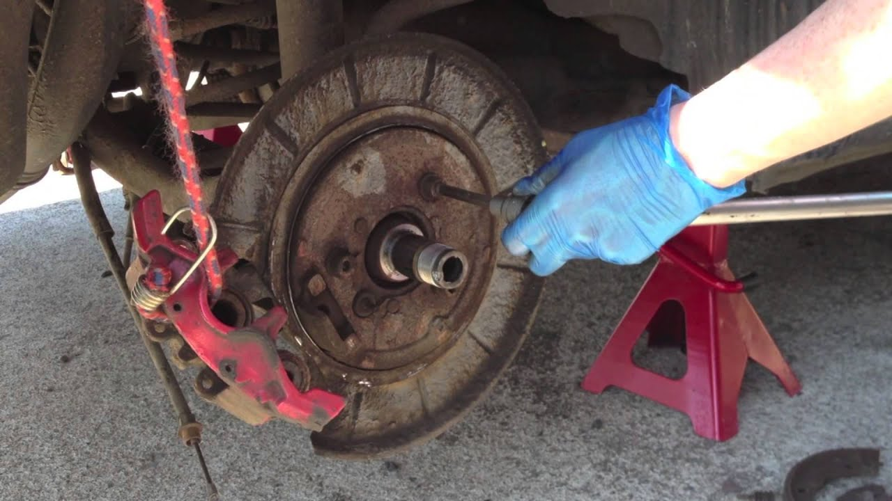 Wheel bearing replacement on site without dismantling the hub carrier
