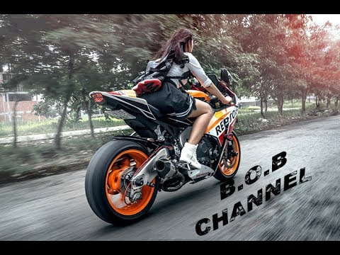 Girls on motorcycles 2019 girls first time on a - Pictures of chicks on bikes ...