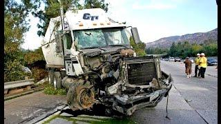 Crazy TRUCK CRASH - Amazing Trucks Accident - Best Trailer Crash Compilation 2016 #4