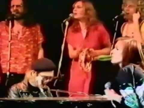 Elton John with Kiki Dee - Don't Go Breaking My Heart Live (1977)