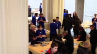 Gambar cover The opening of the Apple Store in Amsterdam (Netherlands)